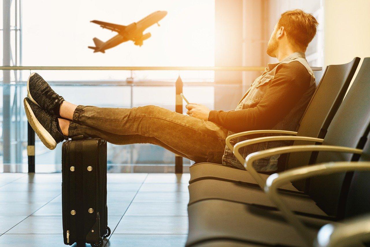 Zaplanowałeś cudowne wakacje, ale Twój lot został odwołany? Sprawdź jak ubiegać się o odszkodowanie!